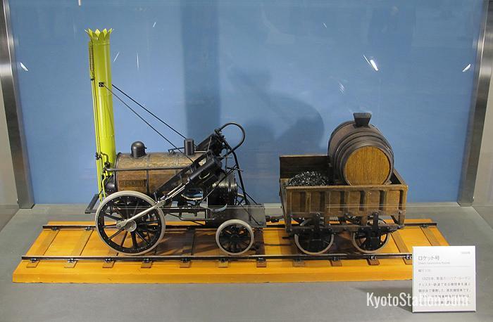 Un modello in scala del Rocket di George Stephenson - il più innovativo treno del 1829. Per i successivi 150 anni i motori a vapore si basano sul design di questa locomotiva