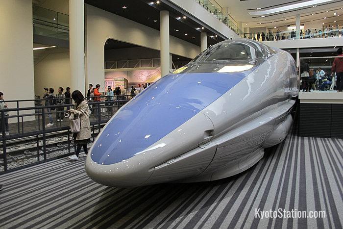 La serie 500 dello shinkansen viaggiava a 300km all'ora