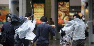 tifone giappone cosa fare