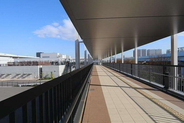 Cammino pedonale coperto a Toyosu