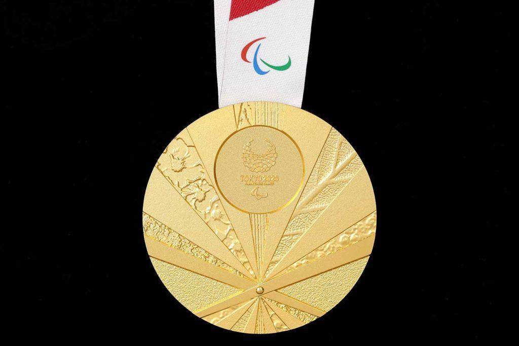 Medaglia paralimpica oro tokyo 2020 retro