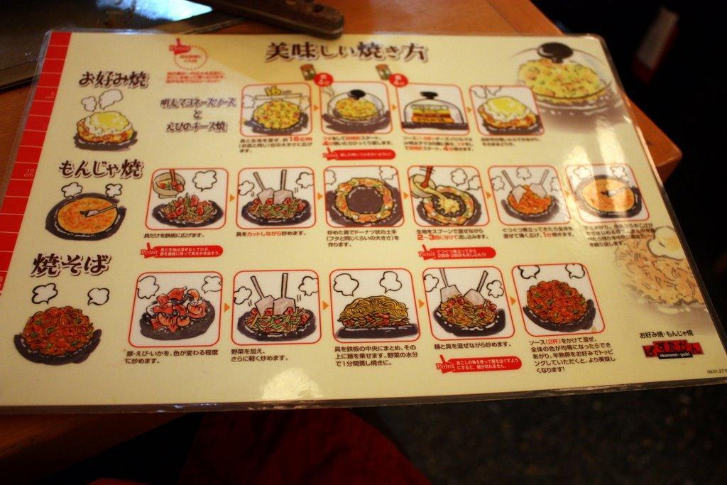 Istruzioni per cuocere okonomiyaki, monjayaki e yakisoba in un ristorante di Tokyo